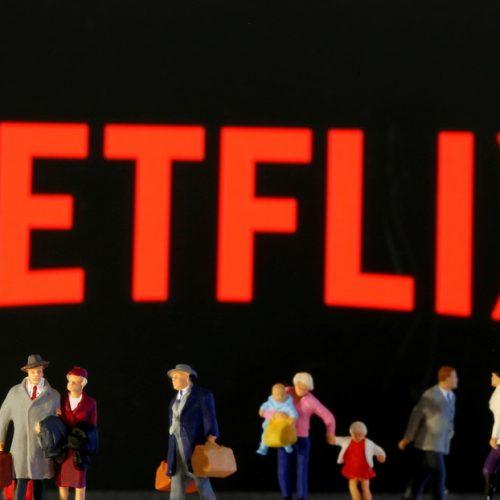 Netflix abrió tienda para vender camisetas y relojes de sus series