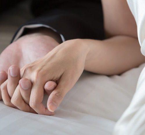 Mujer muere teniendo relaciones con su esposo en su noche de bodas