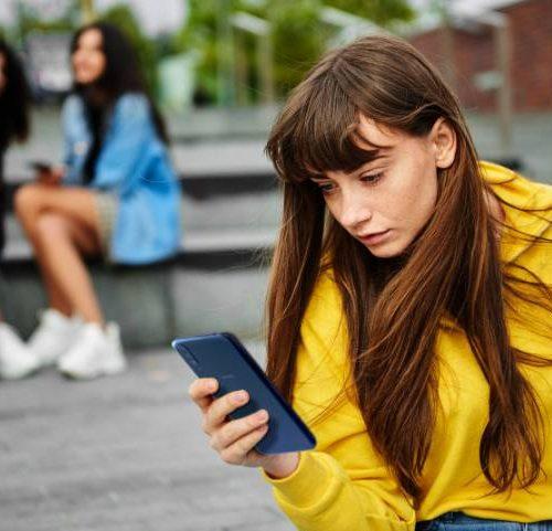 Facebook, Google, TikTok y Twitter toman iniciativas para que las mujeres se sientan más seguras en las plataformas