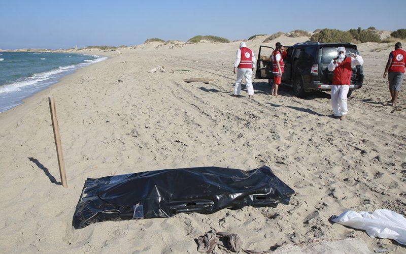 Fallecen al menos 57 migrantes tras naufragio en las costas de Libia
