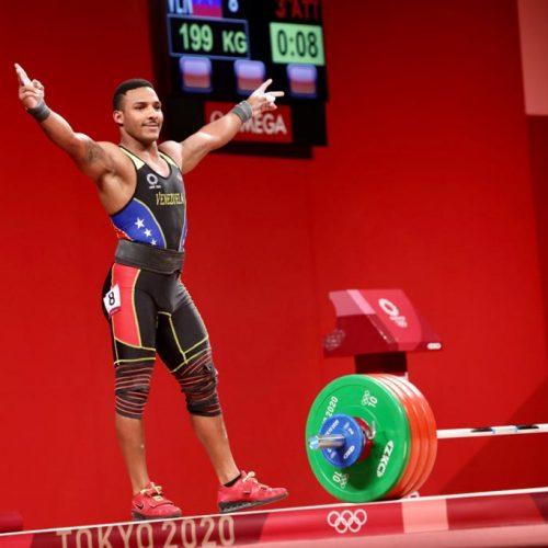 ¡Orgullo en Tokio2020! Venezolano Julio Mayora logró plata en levantamiento de pesas