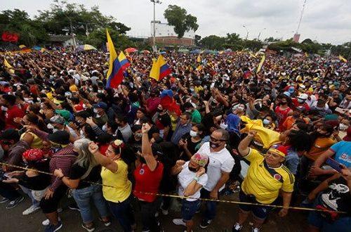 Veintenas de detenidos y heridos durante nueva jornada de protestas en Colombia