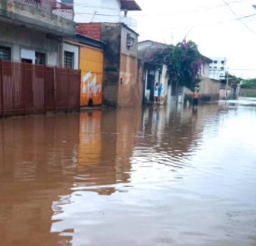 Fuertes lluvias dejaron inundaciones en Maracay y Caracas