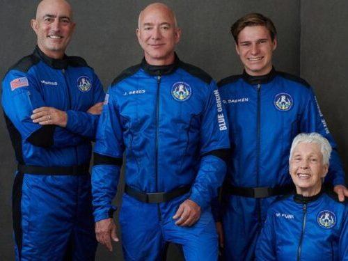 Jeff Bezos logra con éxito su primer viaje al espacio