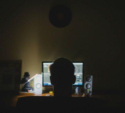 Trabajos nocturnos aumentan los riesgos de problemas cardiacos según estudio