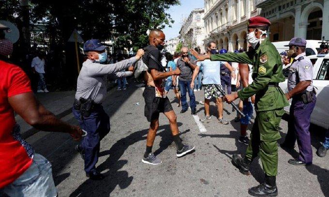 Madres cubanas piden justicia para sus hijos detenidos durante las protestas en contra del Gobierno