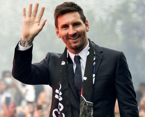 Messi retornó a Barcelona con su familia tras quedar fuera del partido de PSG