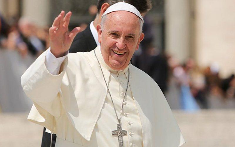 Papa Francisco afirmó que la violencia en el terrorismo en una derrota para todos