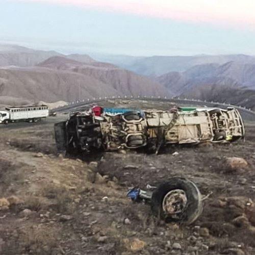 Perú: Autobús cae por un barranco y deja al menos 29 fallecidos