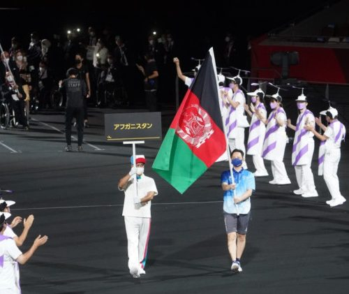 Tokio 2020: Bandera de Afganistán desfiló en solitario para honrar a los atletas paralímpicos que no pudieron asistir