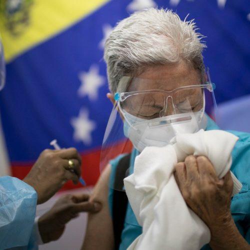 Mayores de 60 años podrán asistir a centros de vacunación sin cita