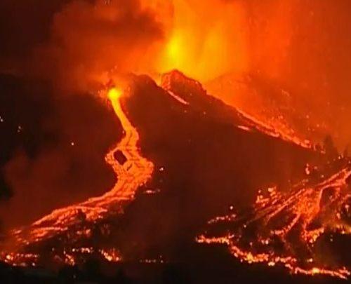 Más de 6.000 personas evacuadas y un pueblo prácticamente destruido ha dejado el volcán de La Palma