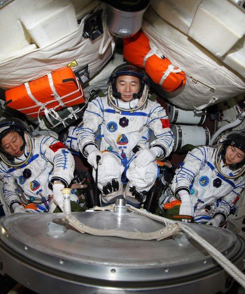 Taikonautas de Shenzhou-12 vuelven a la tierra tras la misión espacial más larga de China