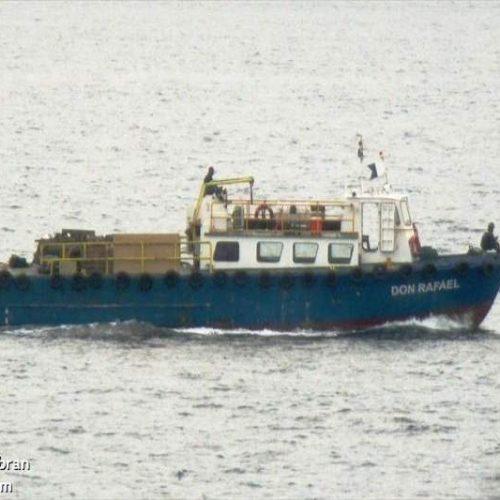Rescatan con vida a un tripulante del Don Rafa: La embarcación se habría incendiado en altamar