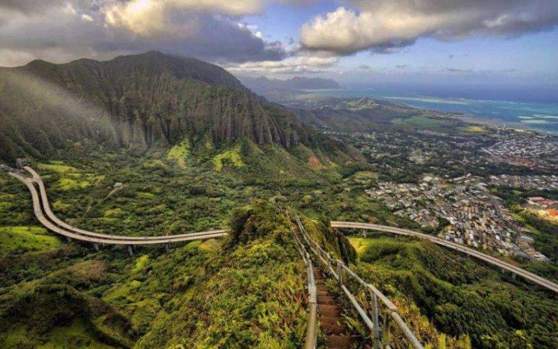"""Hawái: Eliminarán las famosas """"escaleras al cielo"""" debido a su alto costo de mantenimiento"""