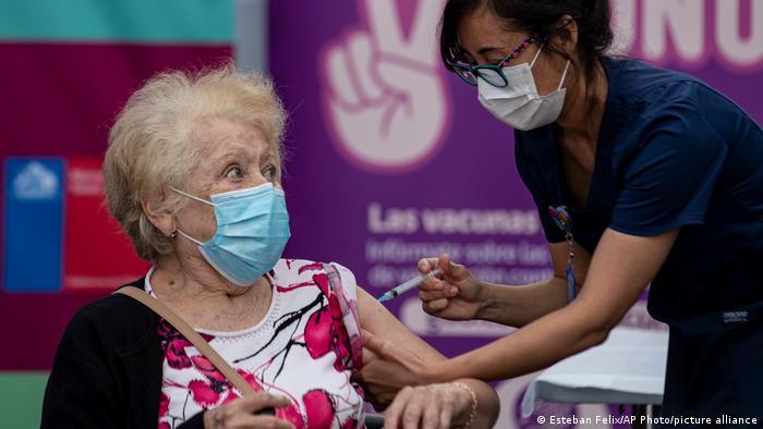 Chile: El país defiende tercera dosis contra el Covid-19