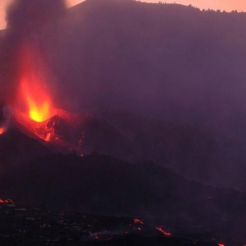 Volcán de La Palma cesó sus erupciones durante un par de horas, pero se reactivó