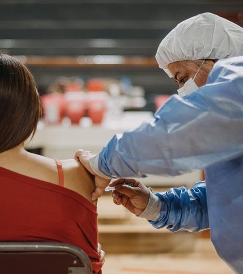 Personas discapacitadas y mujeres embarazadas podrán vacunarse sin previa cita