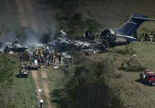EEUU: Avión comercial con 21 personas abordo se estrella en Houston